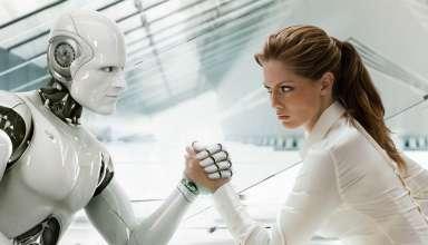 robotla bilek güreşi yapan kadın