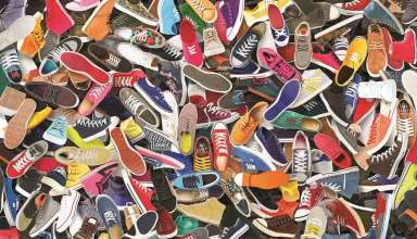 çeşitli ren ve modellerdeki ayakkabılar